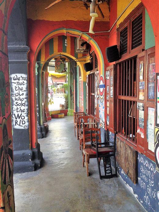 Die alten Storehouses und ihre überdachten Vorbauten... Ipoh, Malaysia (Foto Jörg Schwarz)