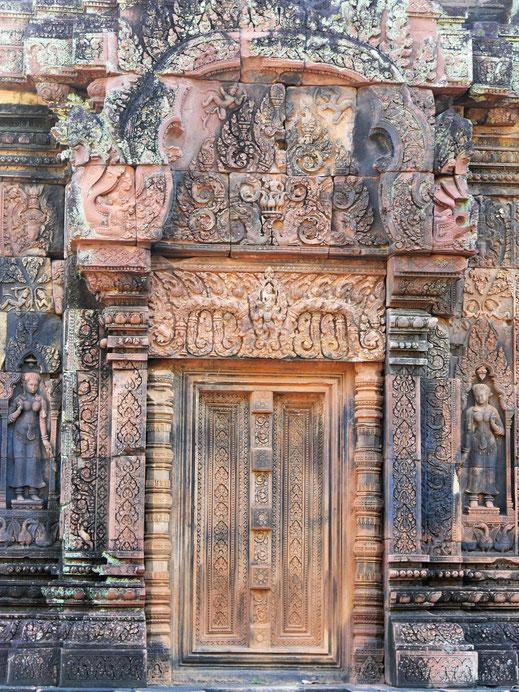 Schaut Euch diesen Reichtum an Verzierungen an... Banteay Srei, Kambodscha (Foto Jörg Schwarz)
