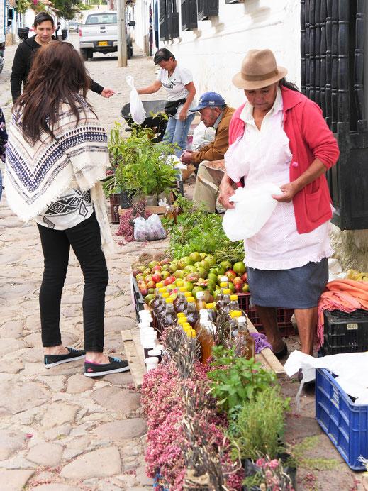 Ein kleiner spontaner Markt... Villa de Leyva, Kolumbien (Foto Jörg Schwarz)