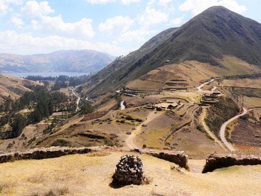 Von diesem Posten aus liess sich die Umgebung bestens überwachen - im Hintergrund der Lago Pacucha, Sondor bei Andahuaylas, Peru (Foto Jörg Schwarz)