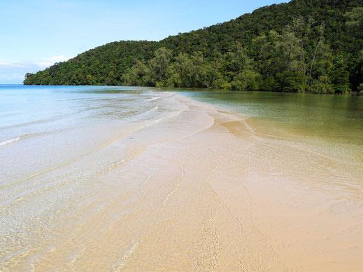 Eine wunderschöne Sandbank zieht sich in der Bucht, Koh Rong Samloem, Kambodscha (Foto Jörg Schwarz)