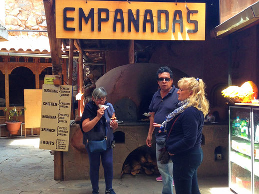 Pisac: Hier werden Snacks in einem großen Ofen zubereitet, Pisac, Peru (Foto Jörg Schwarz)