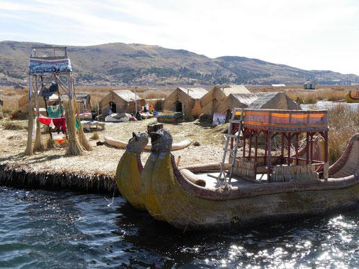 Alle hier gesehenen Inseln gleichen sich und lassen dieselbe Touristenprozedur erwarten, Puno, Peru (Foto Jörg Schwarz)