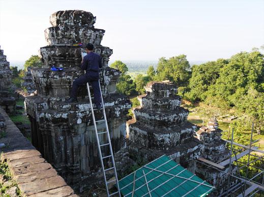 Der Tempel wird gerade restauriert, Phnom Bakheng, Kambodscha (Foto Jörg Schwarz)