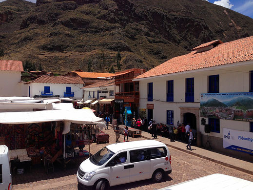 Der nächste Minibus, die nächsten Tagestouristen, Pisac, Peru (Foto Jörg Schwarz)