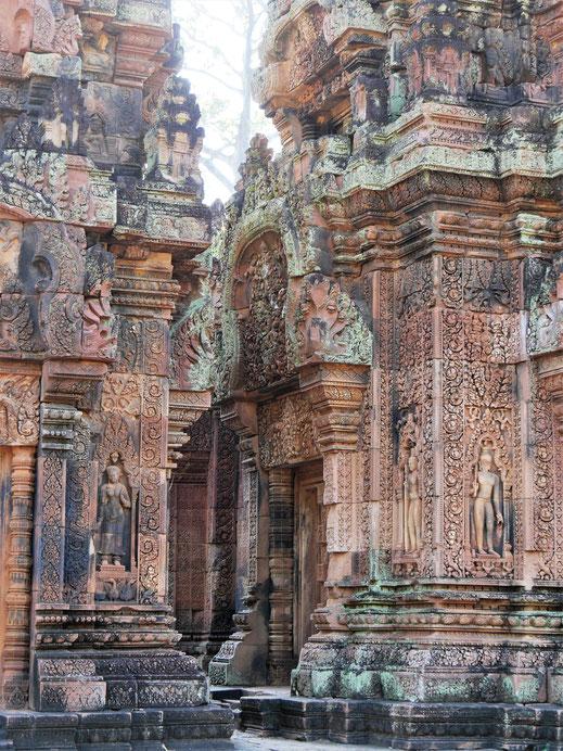 Traumhafte Steinmetzarbeiten... Banteay Srei, Kambodscha (Foto Jörg Schwarz)