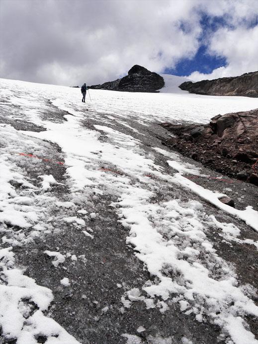 Auf dem Gletscher des Nevado Santa Isabela, der von Gletscherspalten durchzogen ist, NP Los Nevados, Kolumbien (Foto Jörg Schwarz)