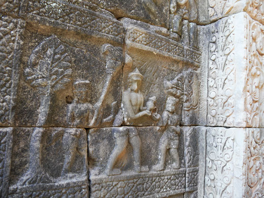 Gut erhaltene Reliefs auf der mittleren Ebene, Baphuon, Kambodscha (Foto Jörg Schwarz)