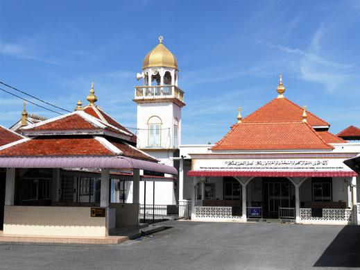Die Moschee, die uns zu nächtlicher Stunde (5:00 Uhr) schon mal wahnsinnig gemacht hat... Kuala Besut, Malaysia (Foto Jörg Schwarz)