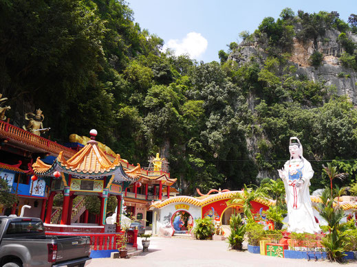 Am Fuße des Gunung Rapat: Der Ling Sen Tong Höhlentempel, Ipoh, Malaysia (Foto Jörg Schwarz)