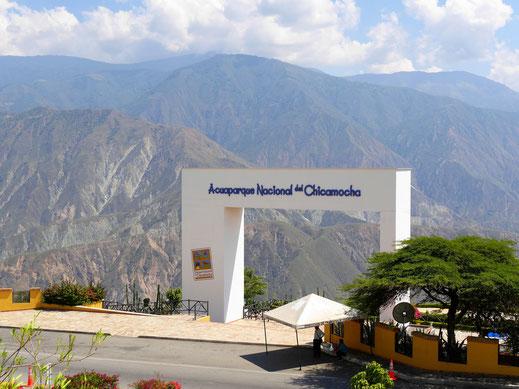 Entlang des Aeroparque geht es Barichara entgegen... Chicamochaschlucht, Kolumbien (Foto Jörg Schwarz)