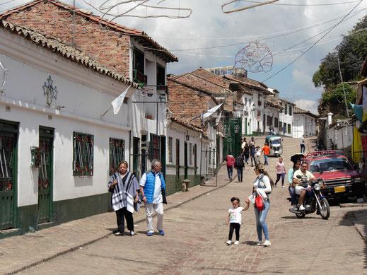 Monguí hat mit seinem kolonialen Gepräge und dem grün-weißen Stil seiner Gemäuer viel Charme, Monguí, Kolumbien (Foto Jörg Schwarz)