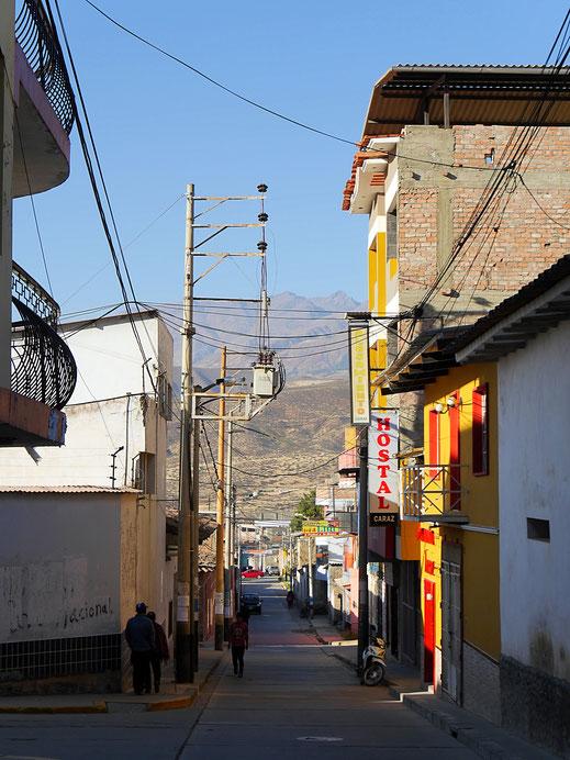 ... und einfach mal irgendeine Staße abseits der Plaza, Caraz, Peru (Foto Jörg Schwarz)