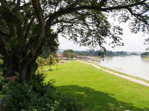 Blick auf die Uferpromenade und den Sungai Perak, Kuala Kangsar, Malaysia (Foto Jörg Schwarz)