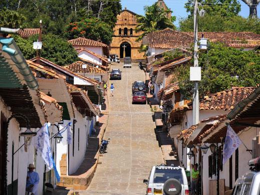 Blick auf eine der vier Kirchen im Ort, Barichara, Kolumbien (Foto Jörg Schwarz)