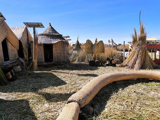 Hier ist tatsächlich (fast) alles aus Schilf, Puno, Peru (Foto Jörg Schwarz)