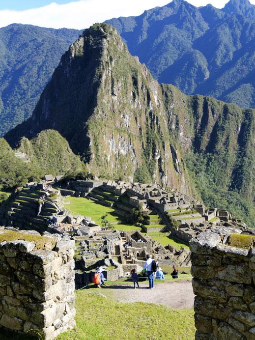 Blick auf die zentrale Anlage und den Wayna Picchu (2.720 m), Machu Picchu, Peru (Foto Jörg Schwarz)