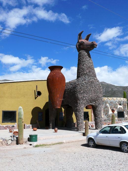 Die Folklore der Anden... Zwischen Purmamarca und Tilcara, Argentinien (Foto Jörg Schwarz)
