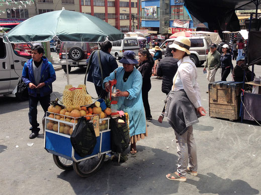 An jeder Ecke kann man etwas wunderbares probieren... La Paz, Bolivien (Foto Jörg Schwarz)