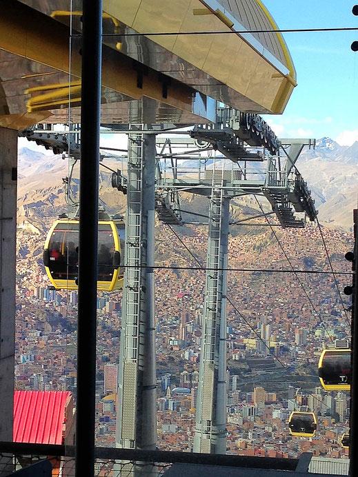 Unbeschreibliche Ausblicke - die gelbe Linie in LaPaz, La Paz, Bolivia (Foto Jörg Schwarz)