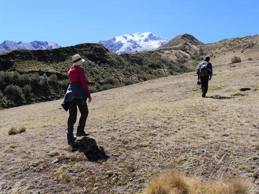 Keine Gnade am nächsten Tag: Es geht sofort anstrengend hoch... Sorata, Bolivien (Foto Jörg Schwarz)