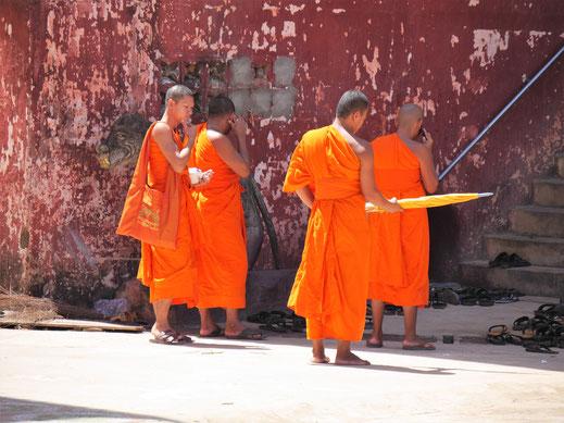 Man kommt auch in den Klöstern der Umgebung nah an die Menschen heran, Kompong Thom, Kambodscha (Foto Jörg Schwarz)