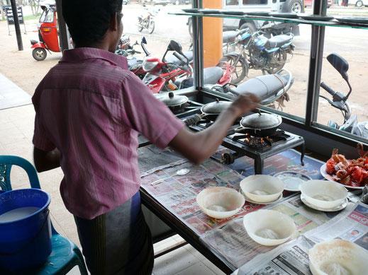 Hopper-Verkäufer in Dambulla, Sri Lanka (Foto Jörg Schwarz)