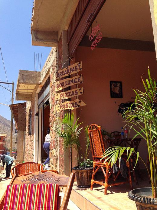 Chillige Cafés und Bars entstehen bereits... Toro Toro, Bolivien (Foto Jörg Schwarz)