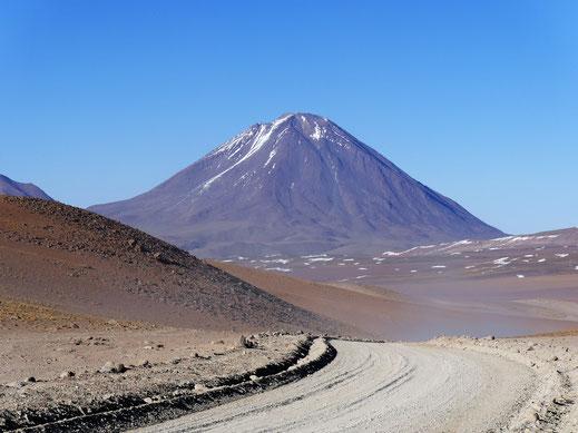 Und da ist er: Der Vulkan Licáncabur, Reserva de Fauna Andina, Bolivien (Foto Jörg Schwarz)