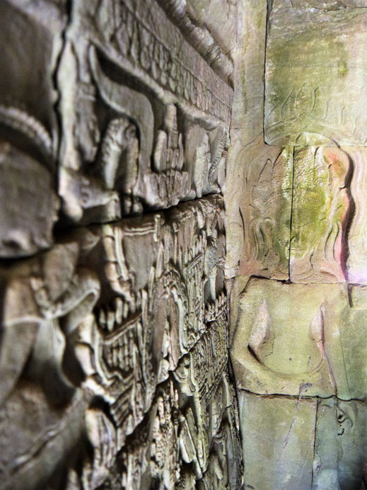 Immer wieder schmücken Tempelreliefs die Wände im Innern wie Außen, Bayon, Kambodscha (Foto Jörg Schwarz)