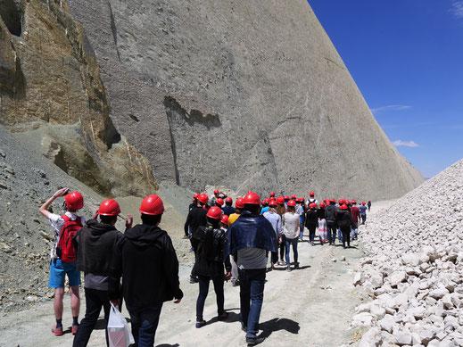 Leider wird hier noch immer Carbon abgebaut... Cal Orck'o bei Sucre, Bolivien (Foto Jörg Schwarz)