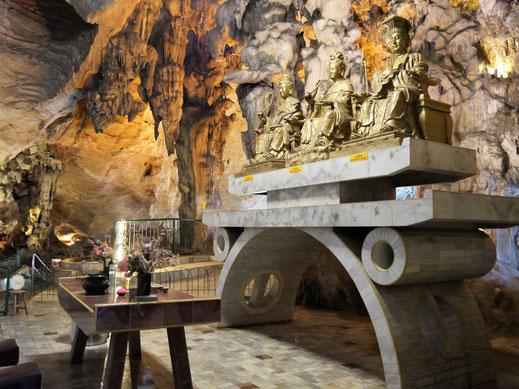 Chinesische Gottheiten im Kek Lok Tong-Höhlentempel, Ipoh, Malaysia (Foto Jörg Schwarz)