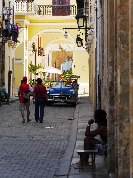 Zugang zur Plaza Vieja, Havanna, Kuba (Foto Jörg Schwarz)