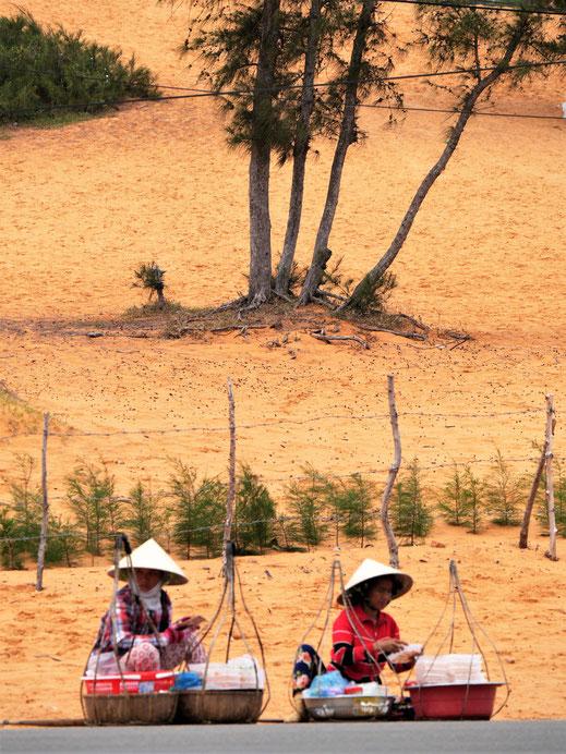 Vor dem roten Dünenfeld, Mui Ne, Vietnam (Foto Jörg Schwarz)