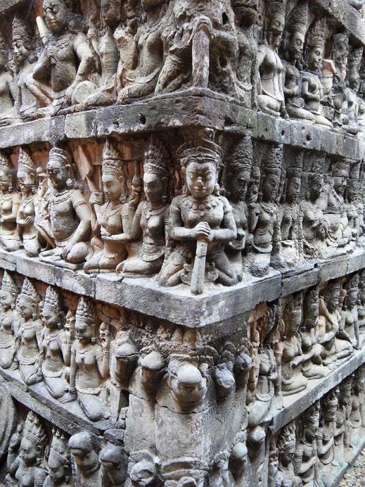 Beeindruckende Figurenreliefs an der Terrasse des Leprakönigs, Angkor Thom, Kambodscha (Foto Jörg Schwarz)