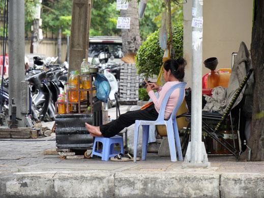 Das Smartphone hat Asien genauso im Griff wie Europa! Phnom Penh, Kambodscha (Foto Jörg Schwarz)
