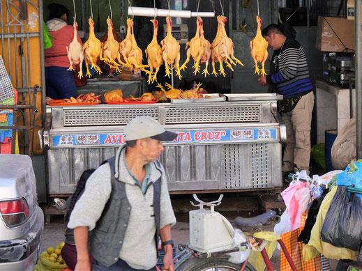 Auf den Marktstrassen in Huaraz gibts alles, Huaraz, Peru (Foto Jörg Schwarz)