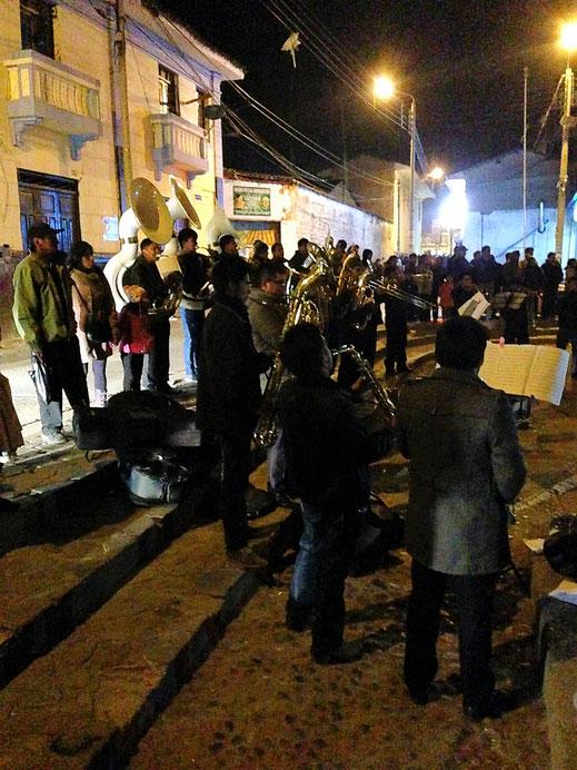 Keine Fiesta ohne Live-Band mit viel Blas- und Blechinstrumenten, Huancavelica, Peru (Foto Jörg Schwarz)