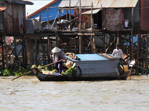 Am Tonle Sap regiert der Schiffs- und Bootsverkehr, Kompong Chhnang, Kambodscha  (Foto Jörg Schwarz)