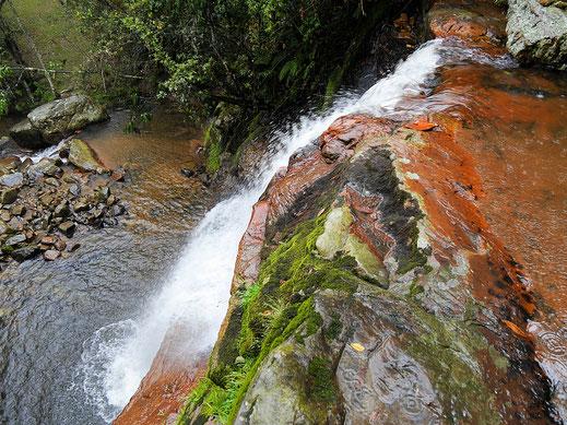 Der Wasserfall von oben - springen sollte man hier aber lieber nicht - zu flach! Gachantivá, Kolumbien (Foto Jörg Schwarz)