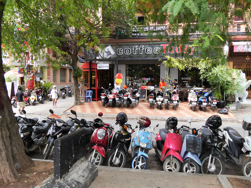... andererseits voller asiatischer Normalität, Phnom Penh, Kambodscha  (Foto Jörg Schwarz)
