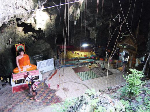 Eine der früheren Killing-Caves, bei Battambang, Kambodscha (Foto Jörg Schwarz)