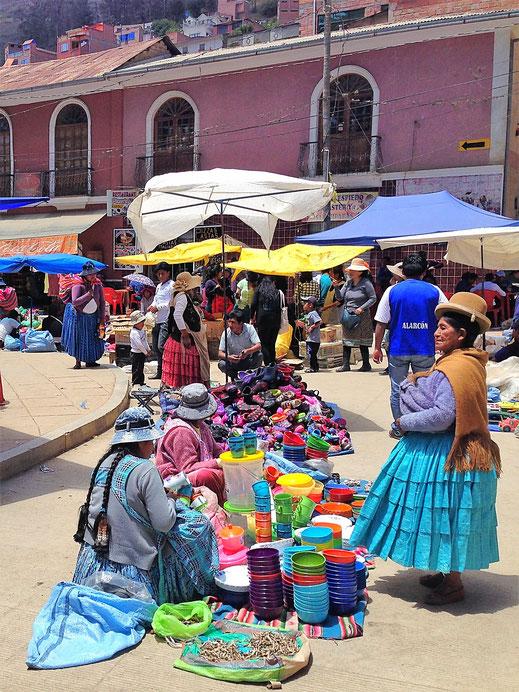 Cholitas auf dem Markt... Sorata, Bolivien (Foto Jörg Schwarz)