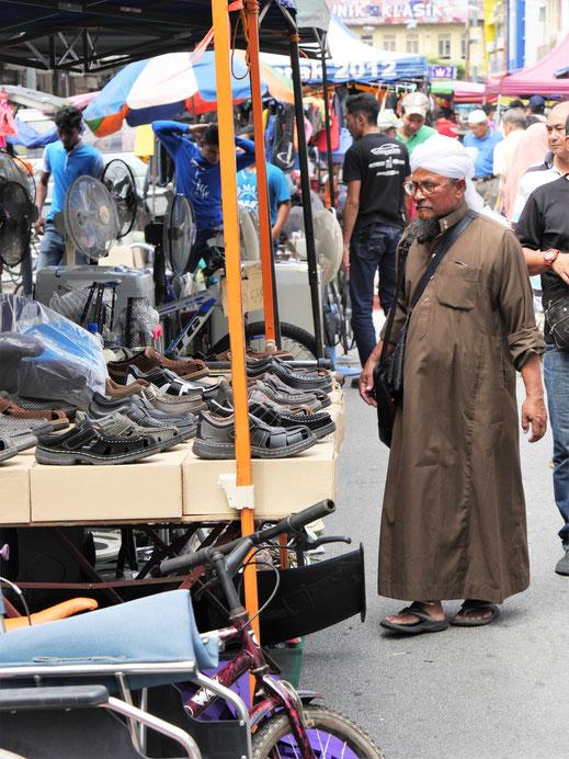 Auf dem Sonntagsflohmarkt, Ipoh, Malaysia (Foto Jörg Schwarz)