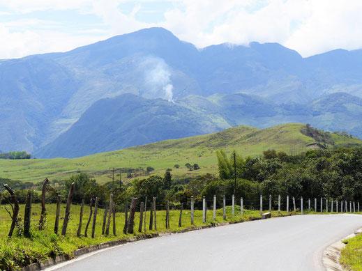Ob zu Fuß, auf dem Moped oder mit dem Fahrrad - die Landschaft hier begeistert, Guadalupe, Kolumbien (Foto Jörg Schwarz)