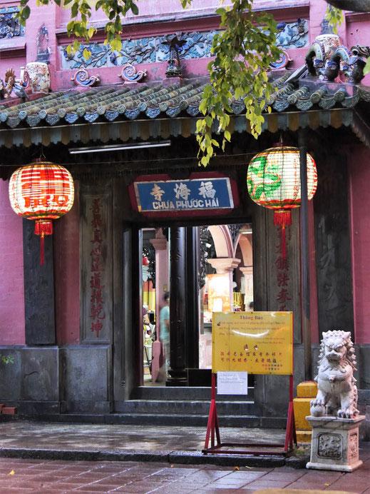 Der Eingang der Pagode des Jadekaisers wirkt noch unscheinbar, Ho-Chi-Minh-Stadt, Vietnam (Foto Jörg Schwarz)