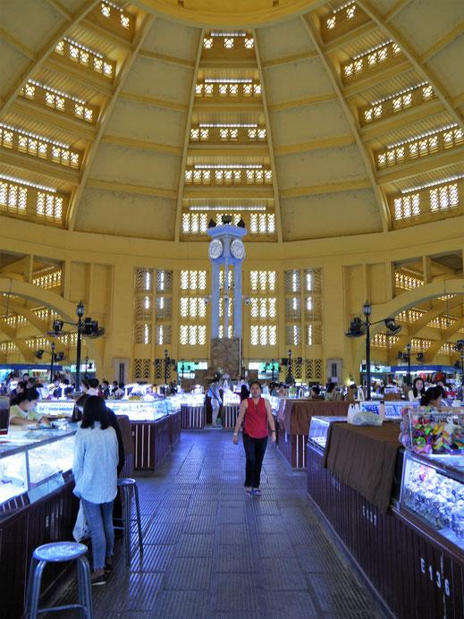 Die große Verkaufshalle des Psar Thmei, Phnom Penh, Kambodscha (Foto Jörg Schwarz)