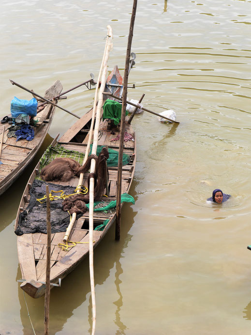 Sicher eine herrliche Abkühlung in der Hitze, bei Battambang, Kambodscha (Foto Jörg Schwarz)