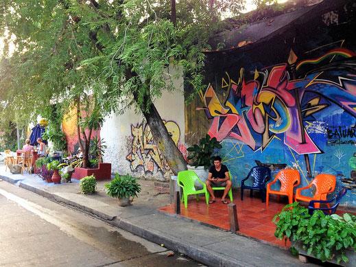 Chillige Straßencafés in Getsemaní, Cartagena, Kolumbien (Foto Jörg Schwarz)
