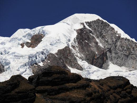 (Fast) Auge in Auge mit dem Giganten Illampu, Sorata, Bolivien (Foto Jörg Schwarz)